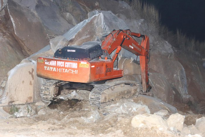 Driver killed as boulder crashes on excavator