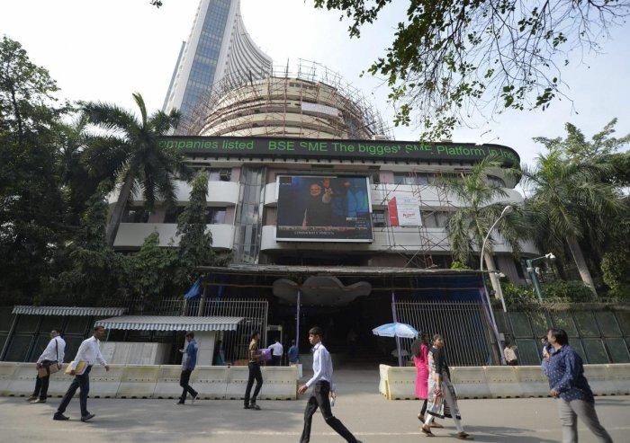 Sensex ends flat in cautious trade ahead of earnings season