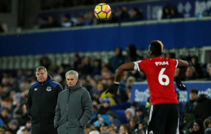 Mourinho lashes out at 'critical' Scholes