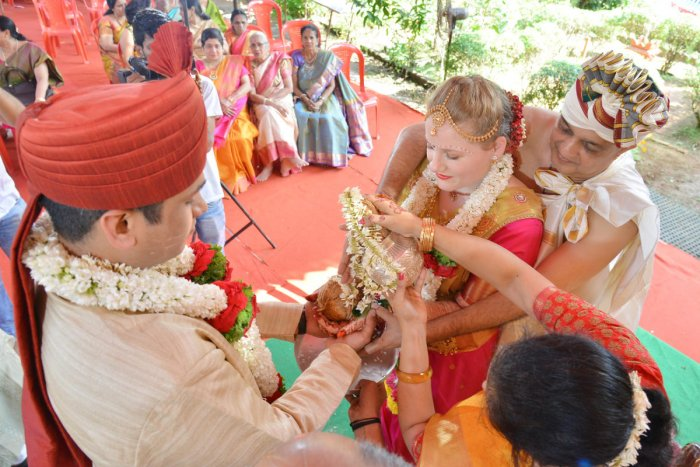 American bride marries Mangaluru boy in traditional style