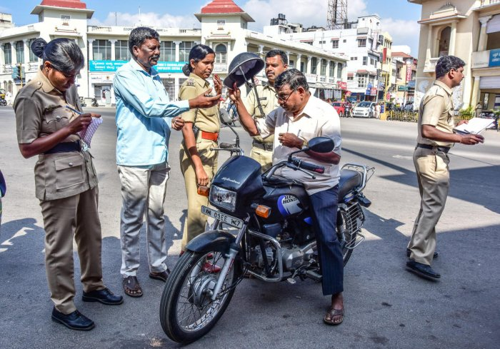 Riders caught unawares as cops seize non-ISI helmets