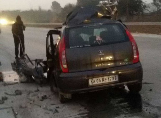 Two techies killed in ghastly car-truck collision
