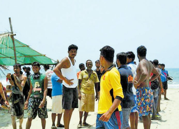 13 TN fishermen arrested by SL navy, boats damaged