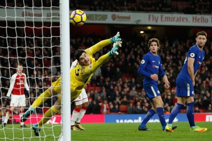 Bellerin strike rescues Arsenal