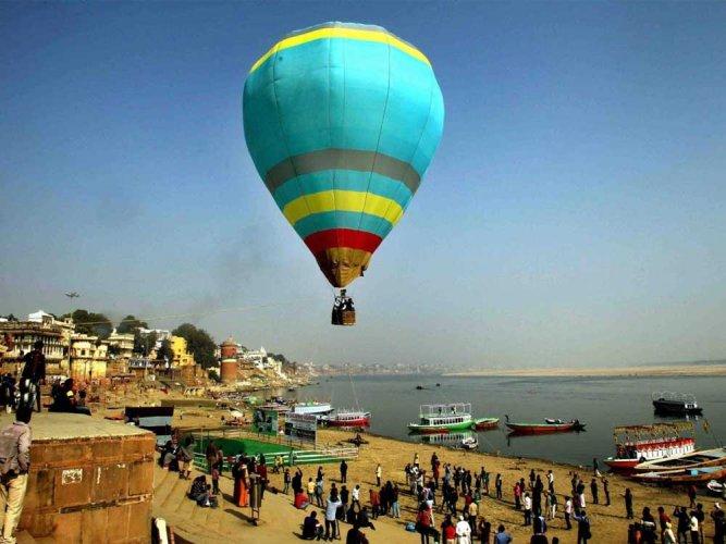 One tourist killed, 12 injured in air balloon crash in Egypt