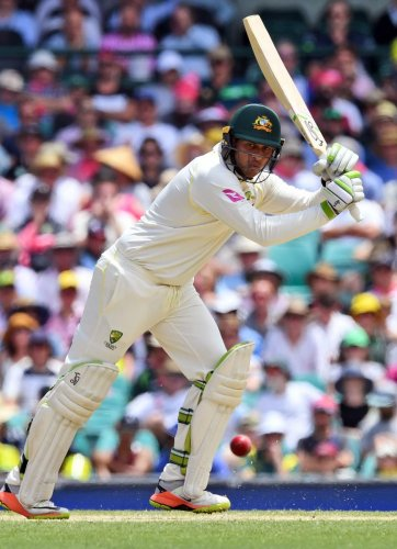 Khawaja hands Aus the edge