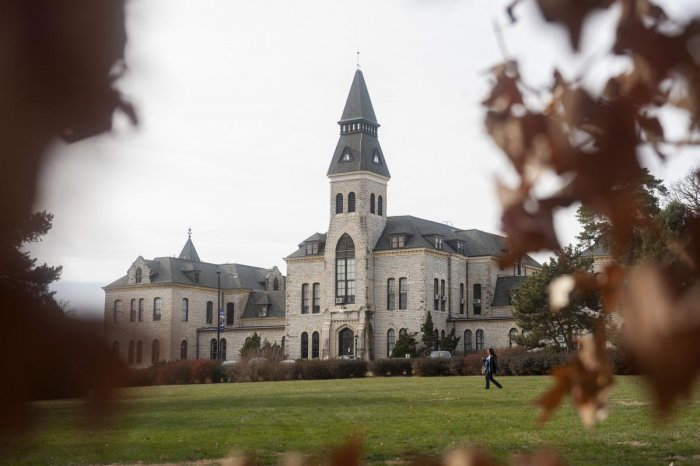 Tough immigration rules cripple colleges in US