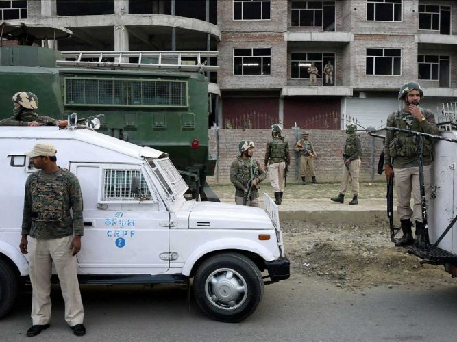 Border residents to get 5,390 bunkers in Kashmir