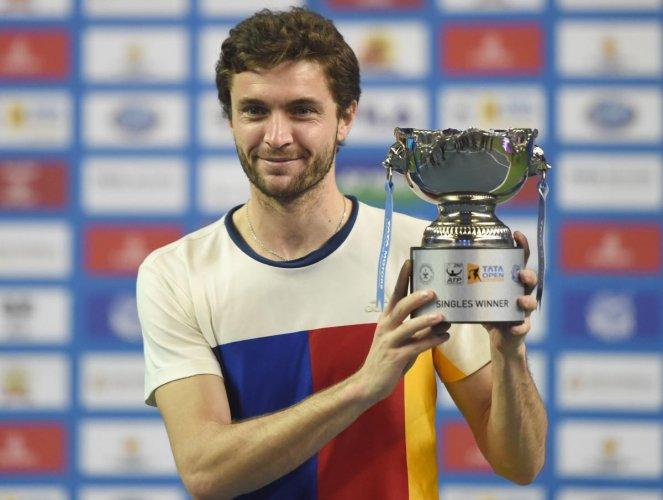 Simon emerges champion
