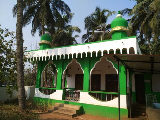 Miscreants pelt stones at masjid in Mangaluru