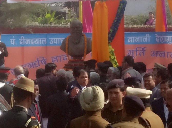 President unveils Nanaji Deshmukh's statue in MP