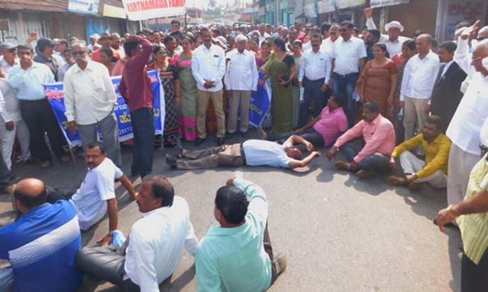 Protest demanding taluk status for Ponnampete gaining momentum