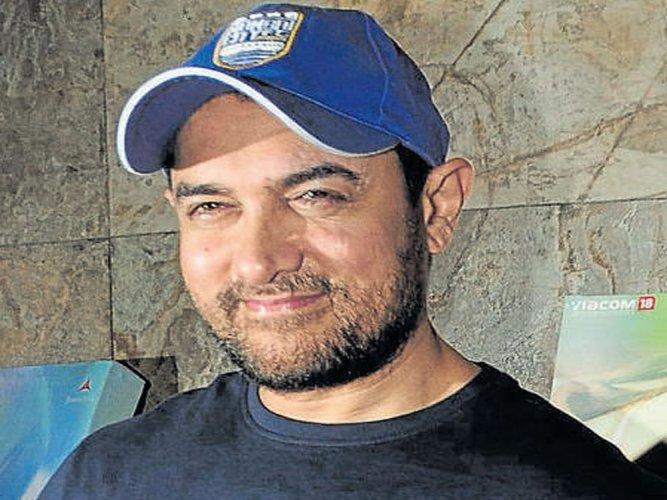 Saif is outstanding in 'Kaalakaandi': Aamir Khan