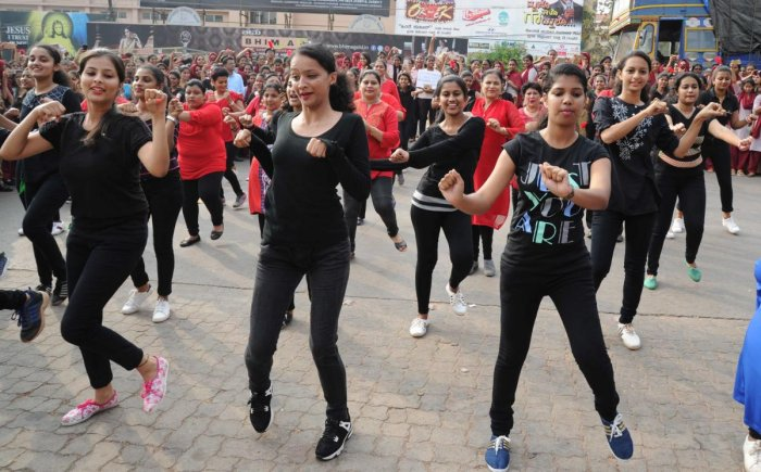 Flash mob sets the ball rolling for centenary celebrations of St Agnes College