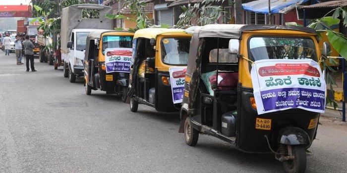 Muslim members donate foodgrains, vegetables for Paryaya preparations