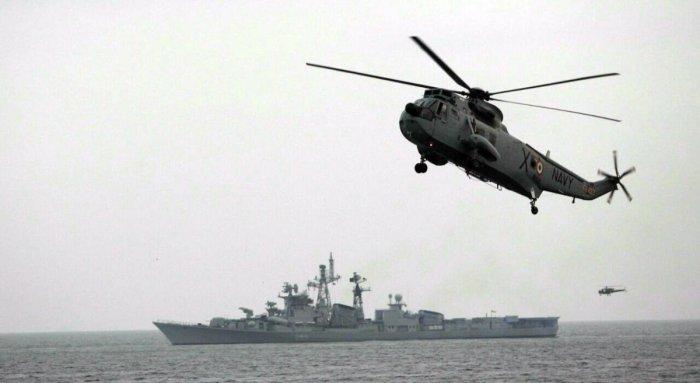 7 die in copter crash off Mumbai