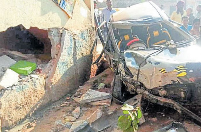 Congo citizen dies in car mishap, two other countrymen hurt