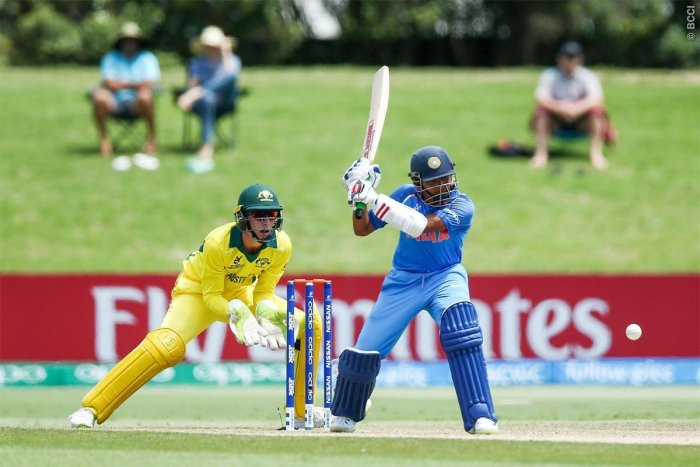 India thump Aussies in opener