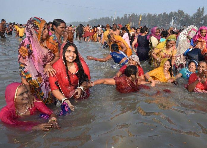 20 lakh devotees take holy dip on Makar Sankranti at Gangasagar