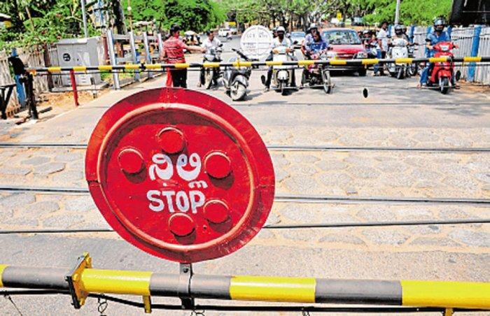 Railways gives Kannada handbook to gateman
