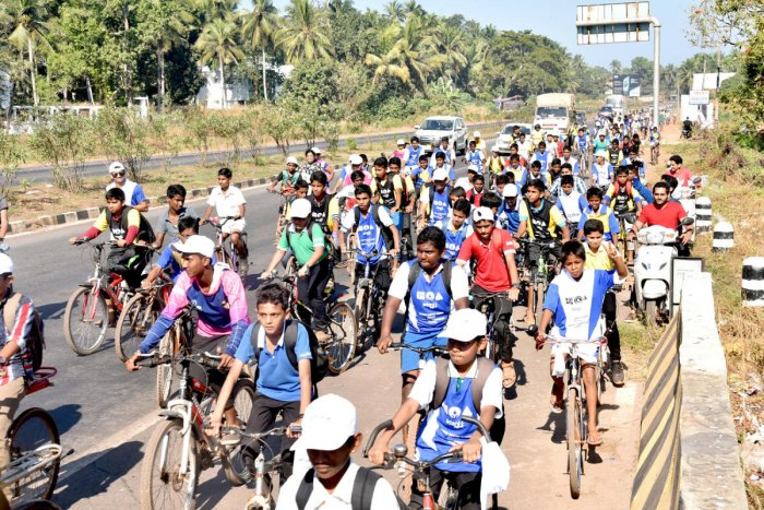 Cycle jatha to create awareness on road safety, water conservation