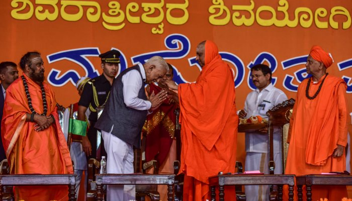Sea of devotees witness Shivayogi rathotsava at Suttur