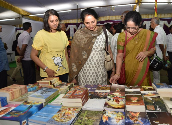 Bahuroopi book, handicrafts expo receives mixed response