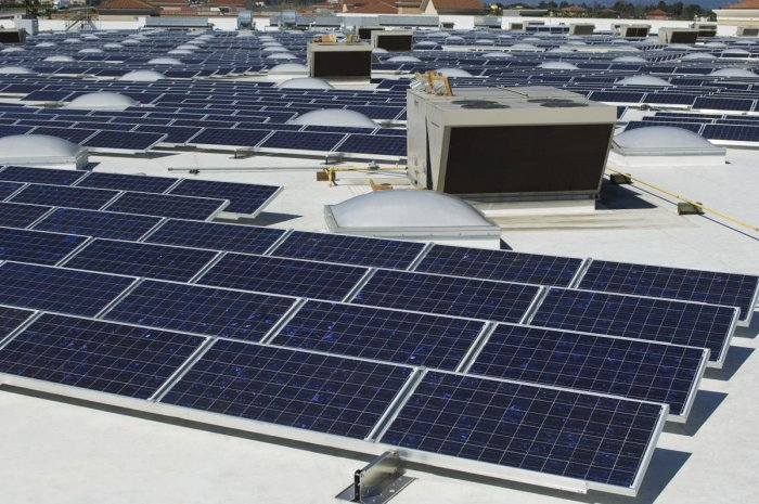 Assessing the performance of photovoltaic modules