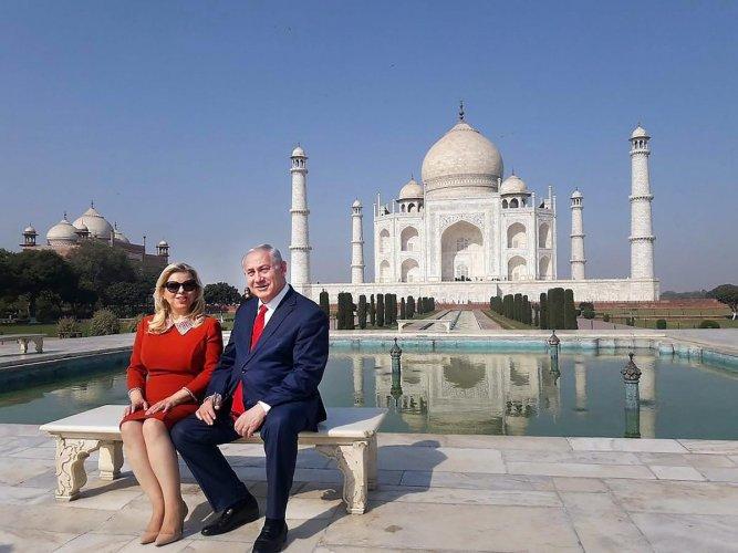 Netanyahu visits Taj Mahal
