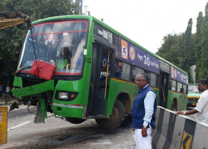 School teacher dies, 12 students injured in bus accident