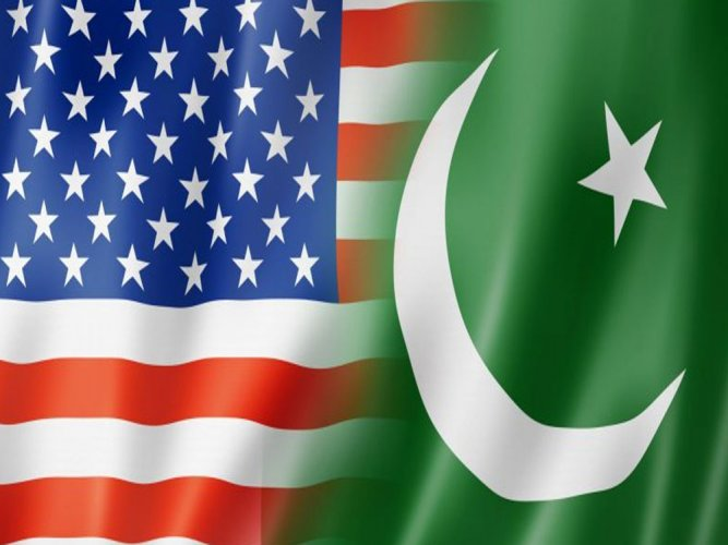 US trying to convince Pak that India is not a threat: Pak Defence Minister