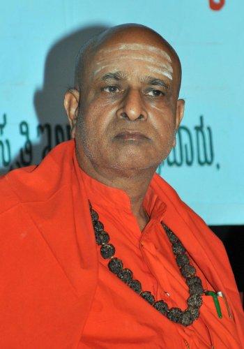 Sanehalli seer criticises Rambhapuri seer over remark on religion