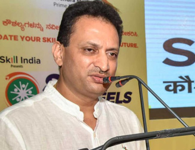 Cong leaders target Hegde over remark on writers