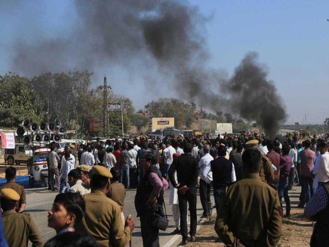 Respect SC order on Padmaavat, will study it: Raj govt