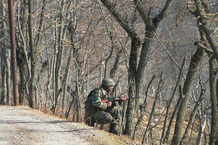 Pak shells areas along LoC, IB in Jammu