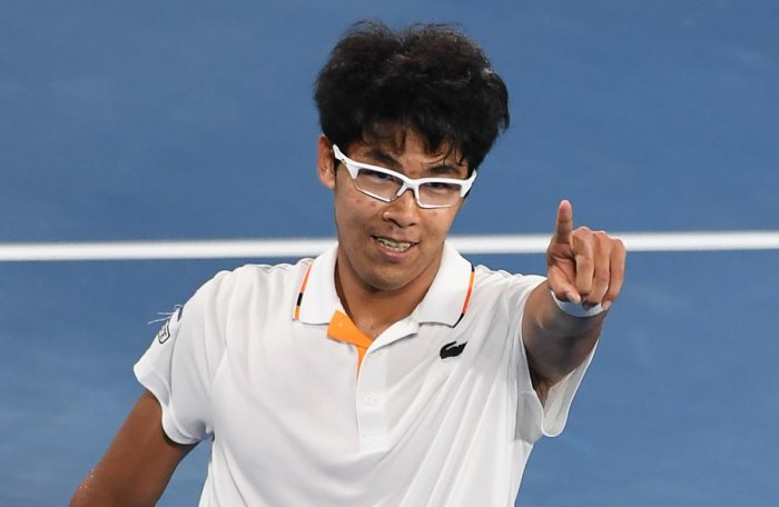 Chung stuns Djokovic
