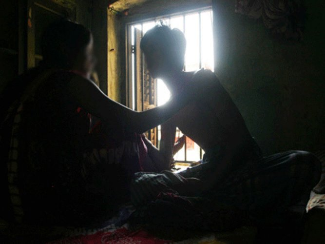 Woman police officer caught red-handed in extramarital affair