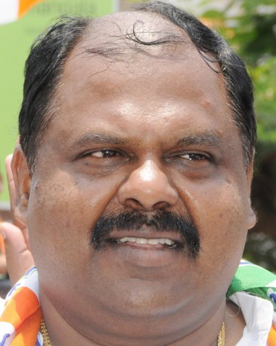 Dissent in Cong over move to field Mahadevappa