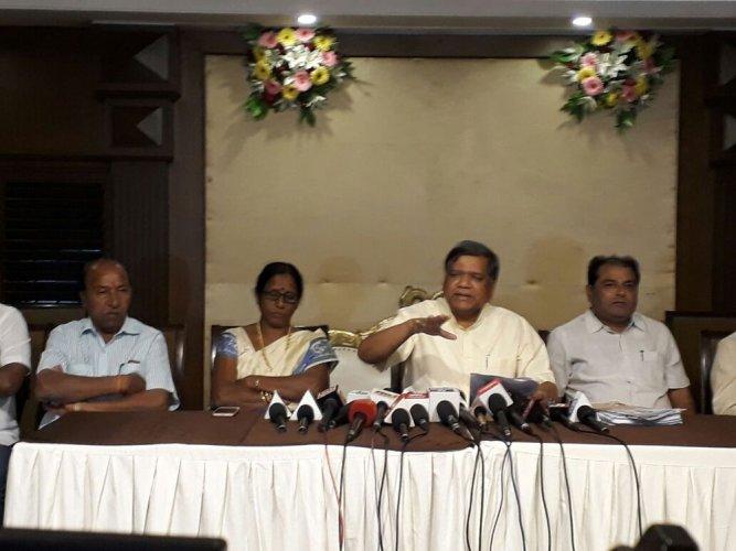Rs 5800 crore misappropriated in Malaysian sand imports: Jagadish Shettar