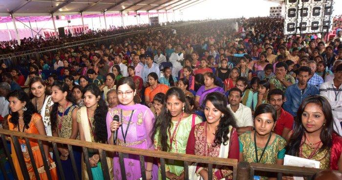 CM promises to set up Indira Canteen at Maharani's College