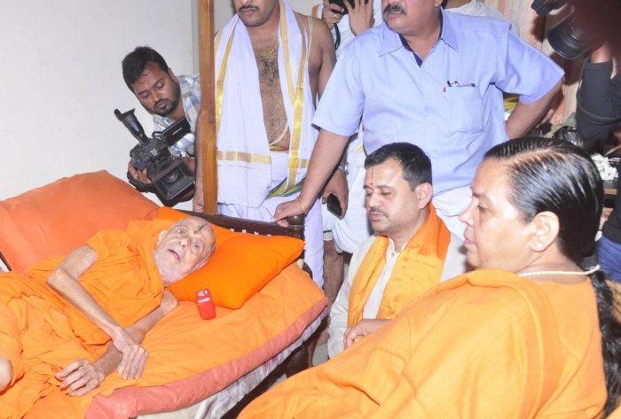 Uma Bharti calls on Pejawar Mutt seer