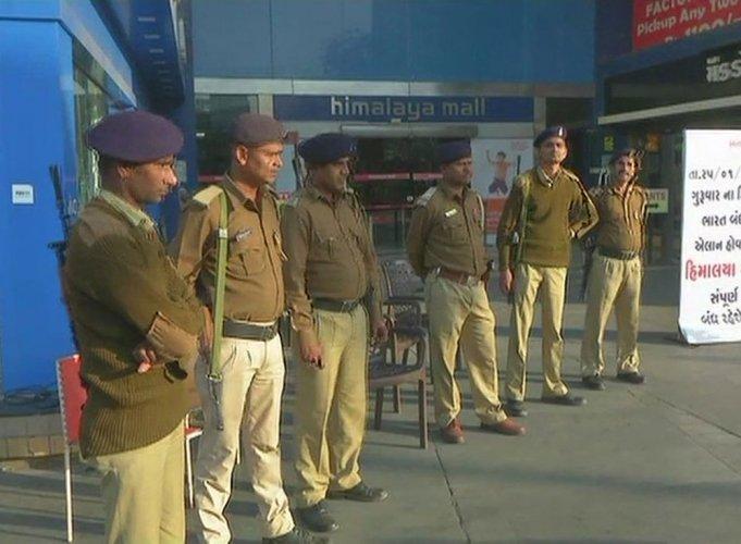 Padmaavat row: Karni Sena's bandh evokes tepid response in Guj