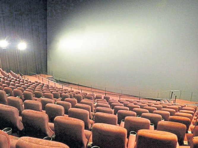 HC asks govt to decide on allowing outside food in theatres