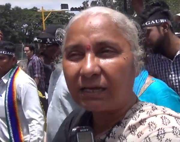 Indutai Khanolkar, mother of Medha Patkar, passes away