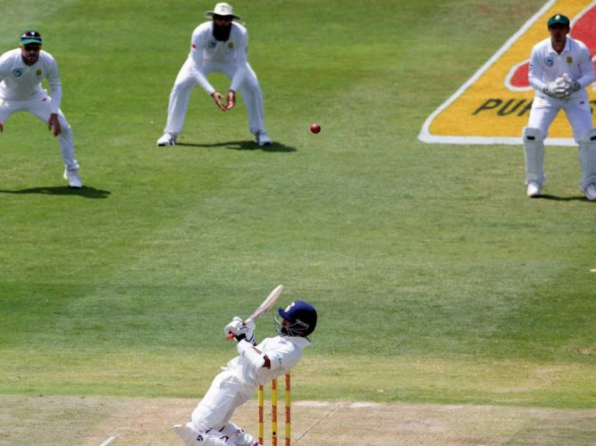 Dangerous pitch halts play in third Test