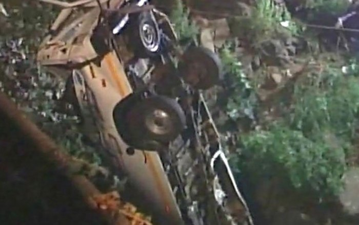 13 killed after mini-bus falls into river in Kolhapur