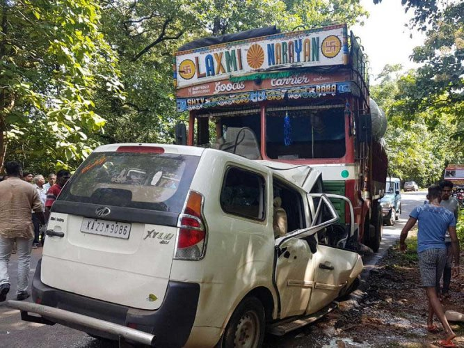 Two engineers from B'luru killed in Hassan road accident