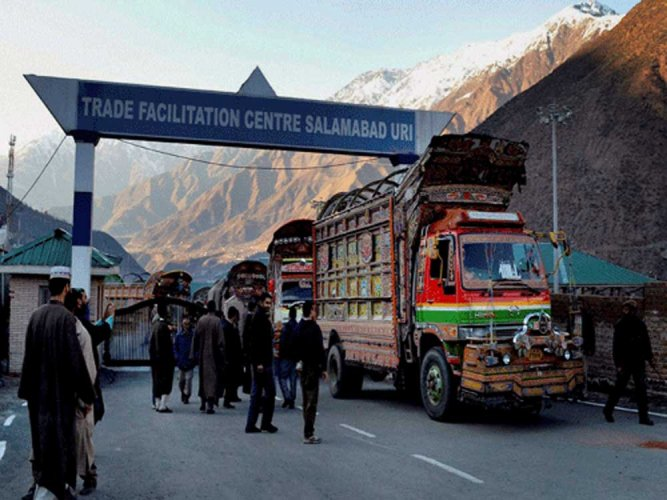 Biz leaders of J&K, PoK sign MoU to boost cross-LoC trade