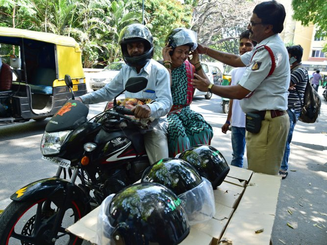 Cops go easy against non-ISI helmets