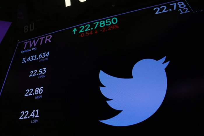 China tightens screws on social media